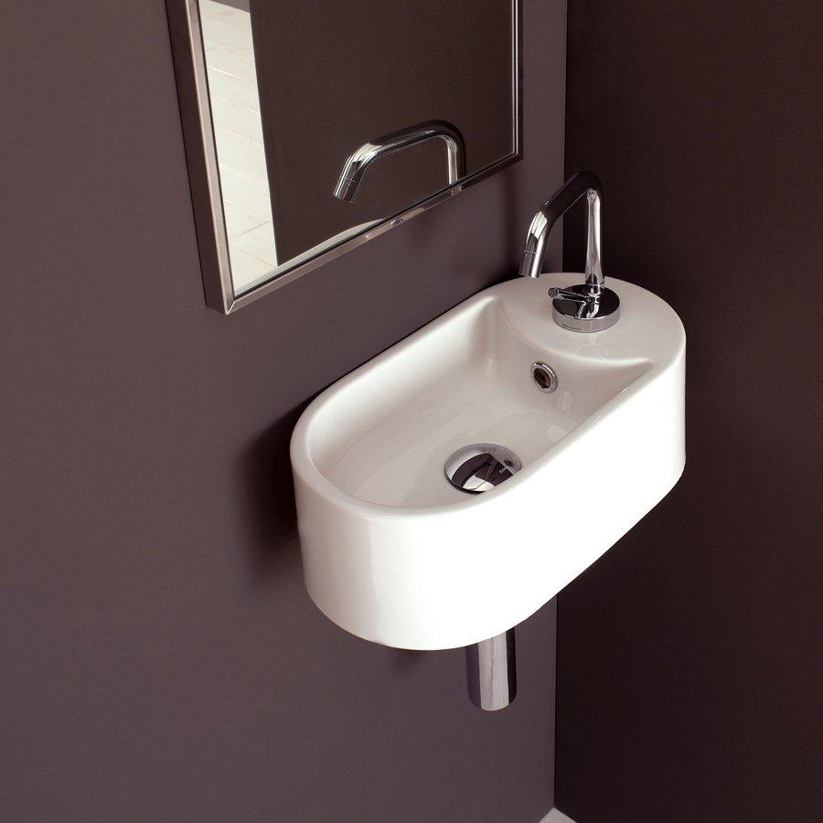 liten servant til toalett